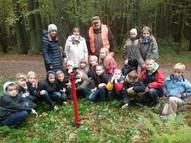 1.-5. klases ar audzinātājām iepazīst mežu